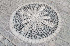 Mosaik aus Flusskieseln