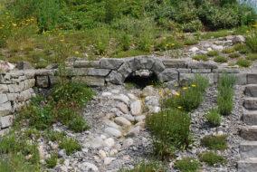 kleine Brücke aus Sandstein